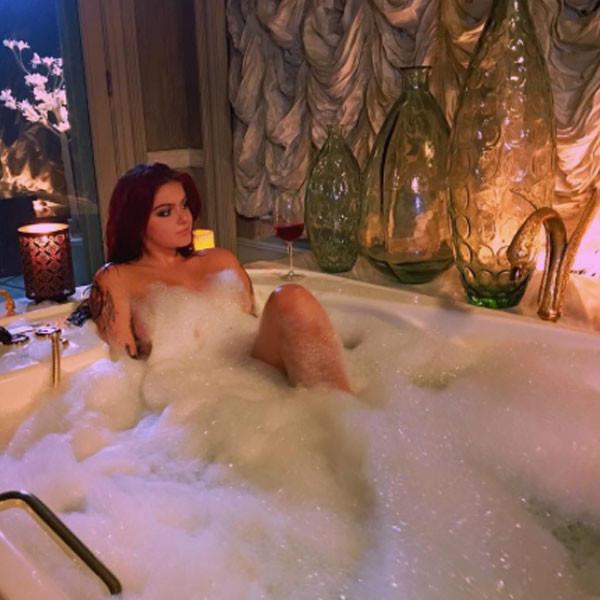 Ariel Winter Strips Down for a Bathtub Soak: \