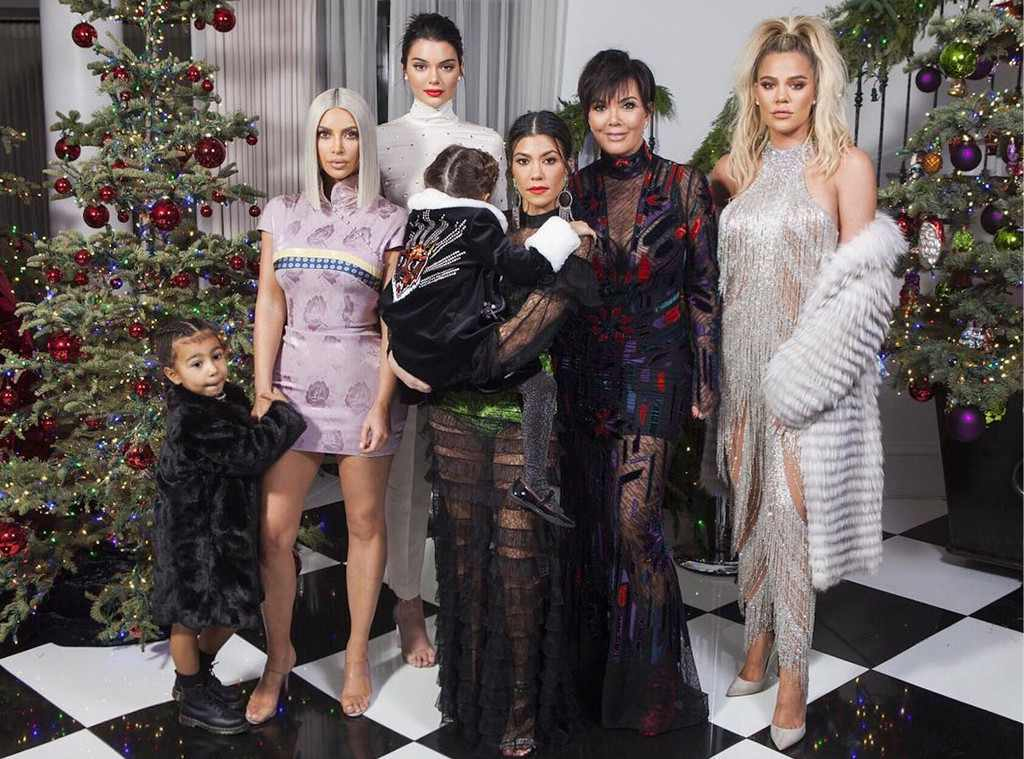 Pregnant Khloe Kardashian Dazzles in New Family Christmas Photo–But ...